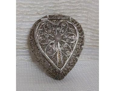 Scatolina portapillole a  forma di cuore in filigrana d'argento
