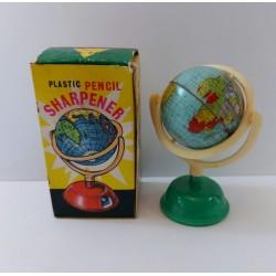 Temperamatite vintage mappamondo  in celluloide e latta